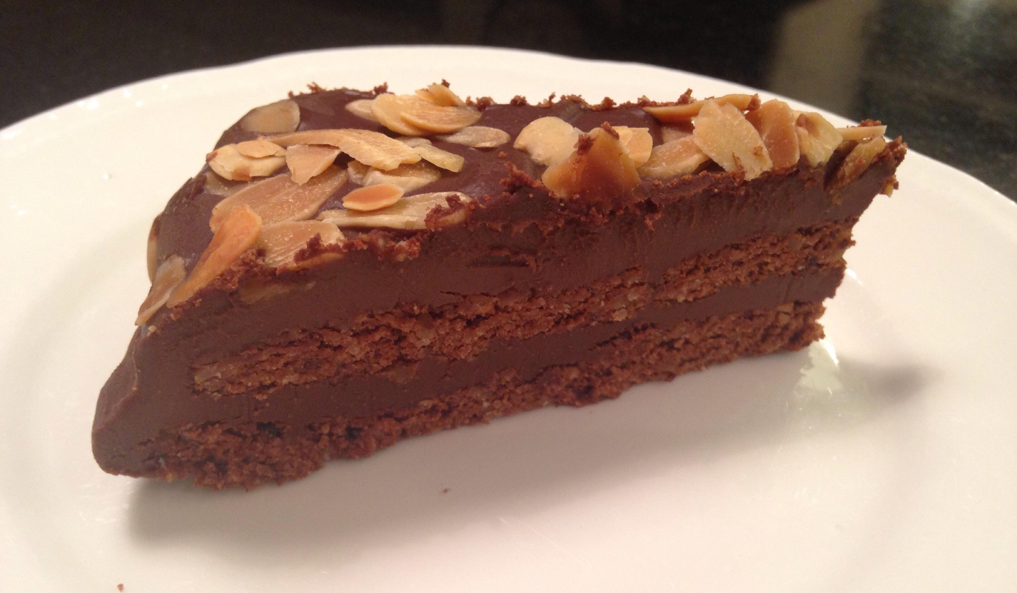 Fantastiskt god LCHF Chokladmandeltårta